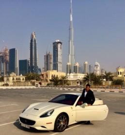 APPARITION DUNE FERRARI A DUBAI par OLMAC 2016