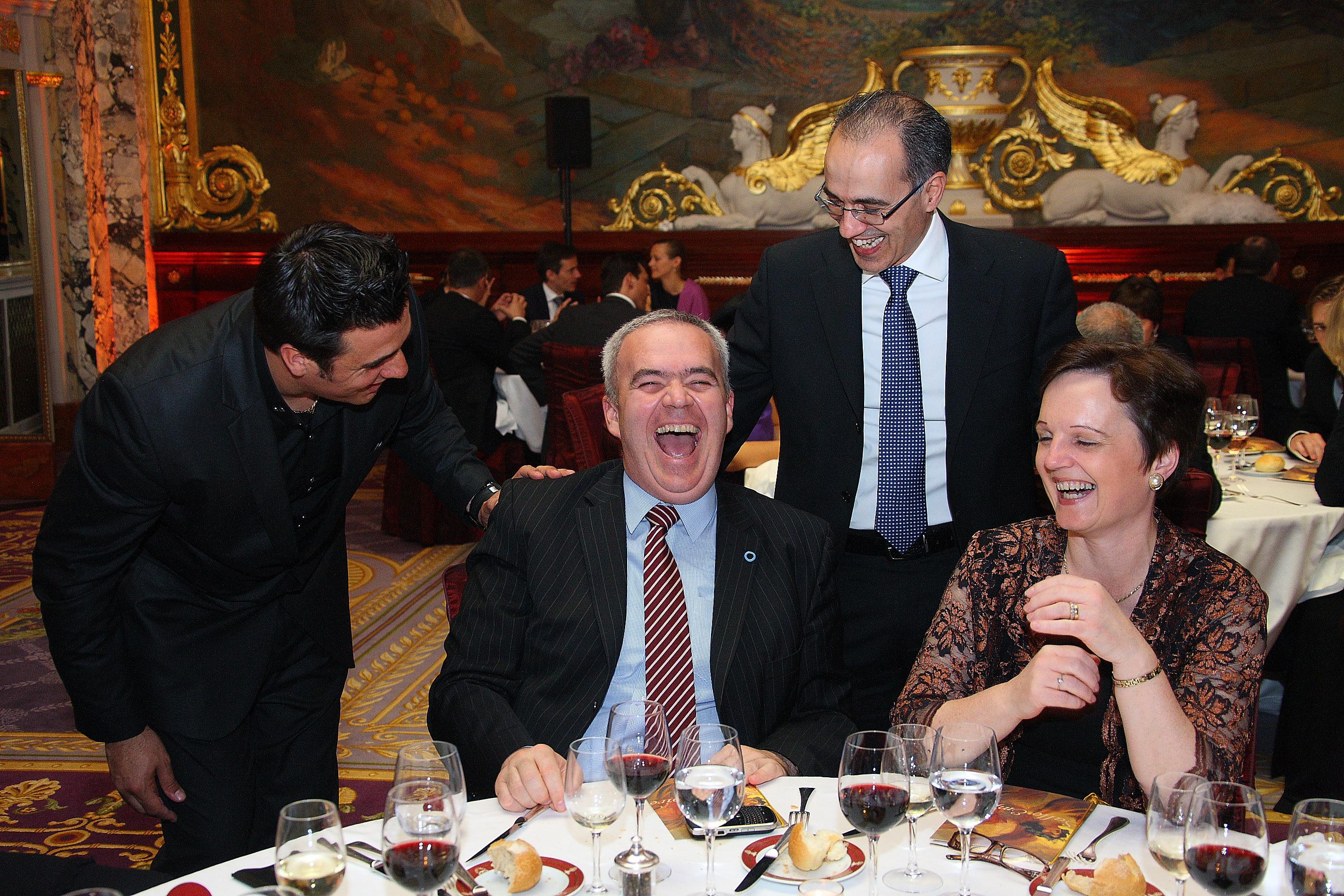 OLMAC à table avec des clients